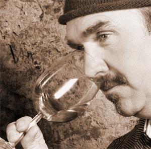 Alfred Blank bei der Verkostung seines Weines