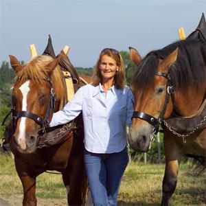 Bettina Bürklin- von Guradze mit Ihren beiden Weinbergsarbeitern. Es muss nicht immer ein Traktor sein!