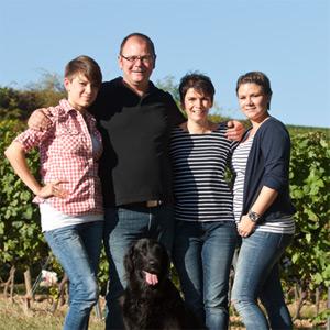 Familie Metzger im Weinberg
