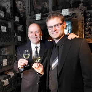 Jean-Michael und Jean-Raphael Buscher in ihrer Schatzkammer